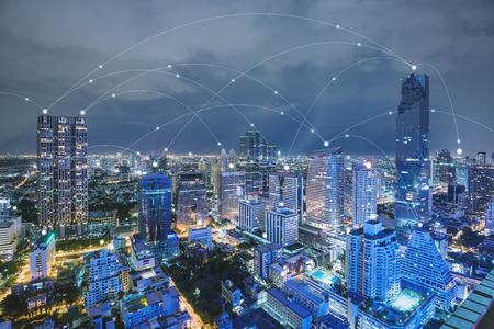 Tono azul de alta tecnología de línea de conneted paisaje urbano, el concepto de tecnología, Internet de los objetos conceptuales Foto de archivo