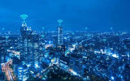 Paisagem urbana com conexão wifi conceitual, conceito de tecnologia de comunicação de informação Foto de archivo