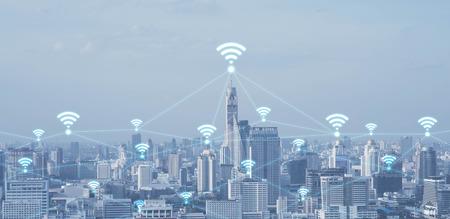 Wifi 記号、技術コンセプト、概念モ ノのインターネットと都市景観連結線のハイテク ブルートーン