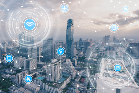スマートシティと IoT (物事のインターネット)、ICT (情報通信技術) の無線通信ネットワーク