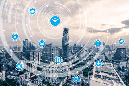 Ciudad inteligente y la red de comunicación inalámbrica, la IO (Internet de las cosas), TIC (Tecnología de la Información Comunicación) Foto de archivo - 66662169