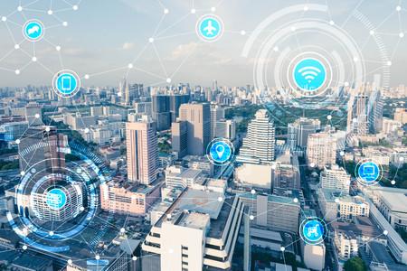Bleu high-tech ton de paysage urbain connecté en ligne avec le signe de wifi, concept de la technologie, Internet des objets conceptuels