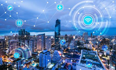 city: Paisaje urbano de la línea conectada, el concepto de tecnología, Internet de los objetos conceptuales