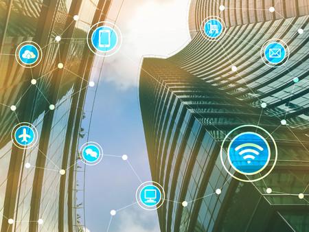 Slimme stad met communicatie iconen, internet van dingen conceptueel