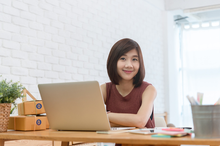 Woman small business owner, business start up conceptual, young entrepreneur work with laptop sell product on line shop 版權商用圖片