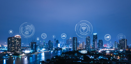 Stadsgezicht met verbindende punttechnologie van conceptuele slimme stad Stockfoto