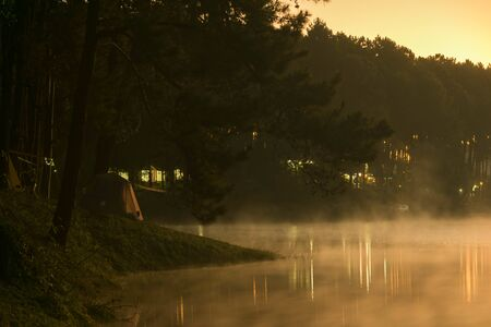 Camp site in national park in forest with lake in morning beautiful view of fog on surface water Banque d'images - 126732257