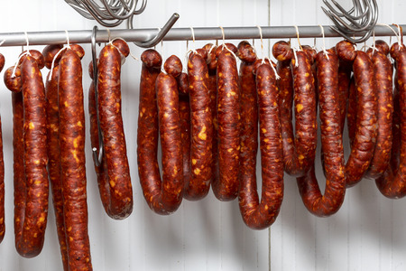 Chorizos cured and hung in strings (sausages) Banque d'images