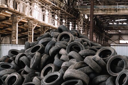 Old used tires stacked with high piles. Standard-Bild