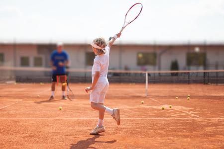 tennis racket: lección de tenis Foto de archivo