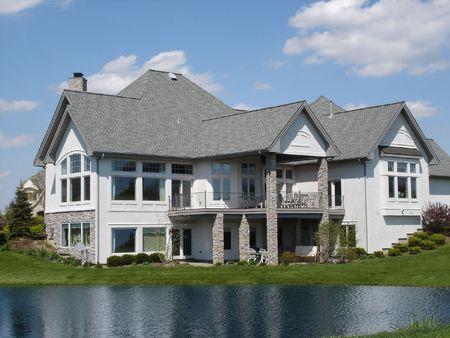 Grande maison sur l'eau Banque d'images - 3670280