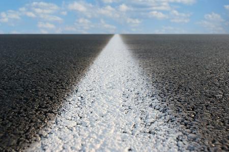 Vue abstraite d'une route qui s'étend à l'infini. Banque d'images - 8952164