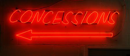 Neon concessions rouge signe trouvent généralement dans les arénas. Banque d'images - 34718278