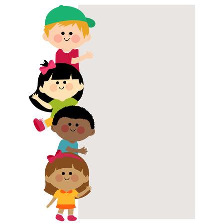 Multi Ethnie Kinder, die vertikale leere Fahne halten