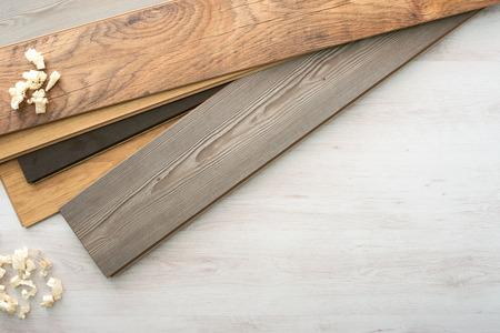 Houten laminaat parket kiezen kleur met houten spaanders, bovenaanzicht Stockfoto