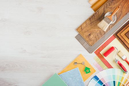 decoracion mesas: Inicio renovación y hacerlo usted mismo concepto con herramientas de construcción de viviendas y reparación en superficie de madera, vista desde arriba