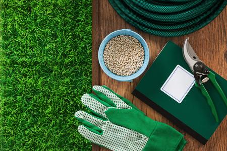 L\'agriculture Et Des Outils De Jardinage à La Maison Avec De L\'herbe ...