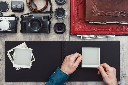 Photographic equipment, cameras, photo album and digital tablet on a vintage desktop, technology and creativity concept Stockfoto - 147806815