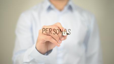 Personas, hombre escribiendo en la pantalla transparente Foto de archivo
