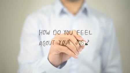 Comment vous sentez-vous sur votre travail , l & # 39 ; écriture de l & # 39 ; homme sur l & # 39 ; écran transparent Banque d'images - 85581542