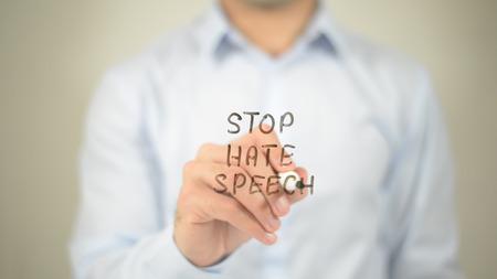 憎しみのスピーチを停止し、男は透明な画面上に書いて 写真素材