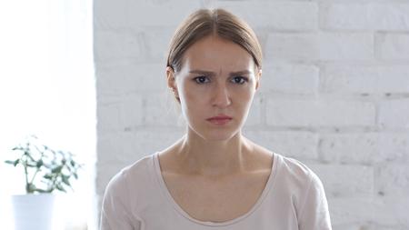Vrouw Gesturing Frustratie En Woede Stockfoto