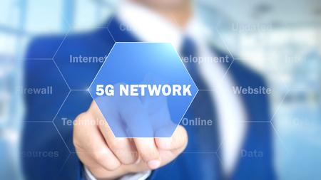 5G 네트워크, 홀로그램 인터페이스에 작업하는 사람, 비주얼 스크린