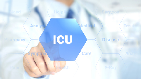 ICU, Doctor trabajando en interfaz holográfica, Motion Graphics