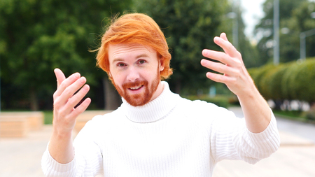 invitando: Inviting Man with Red Hairs, Outdoor Hands Gesture, Outdoor