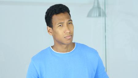 不快に感じる悲しいのアフリカ系アメリカ人の男性の肖像画 写真素材