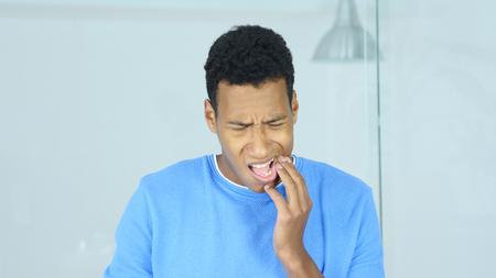 歯痛、歯の痛みを持つアフリカ系アメリカ人の男