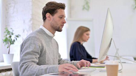 Man Working on Desktop in Modern Office Stock fotó