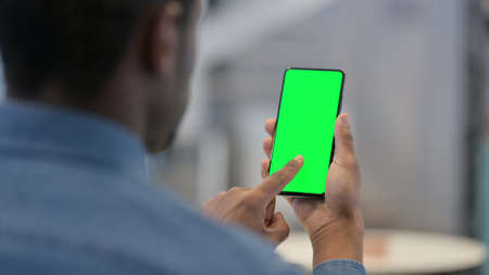 Man Looking at Smartphone with Green Chroma Key Screen Zdjęcie Seryjne