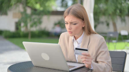 Online Payment Failure on Laptop by Businesswoman