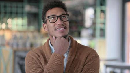 Portrait of Pensive African Man Thinking New Idea 스톡 콘텐츠