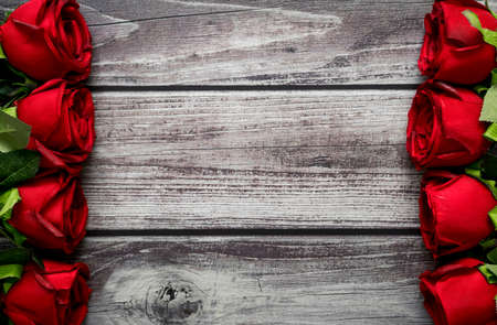 Red roses on vintage wood background with copy space for text. 스톡 콘텐츠