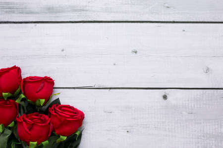 Red roses on wooden with copy space for text. Valentine day background. Banco de Imagens