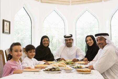 thobes: Familia sesi�n a mesa sonriente (clave de alta)