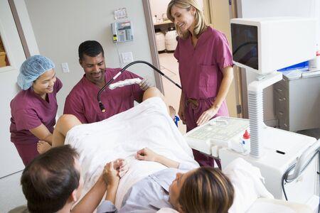 ovaire: L'extraction des oeufs de l'ovaire en utilisant l'�chographie vaginale
