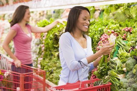 Women shopping for vegetables at a grocery store Stock Photo - 28198559