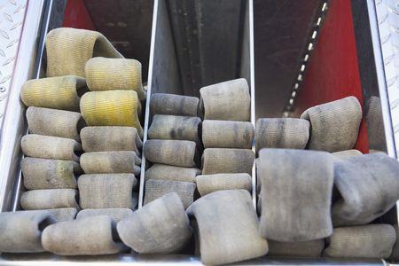 motor ardiendo: Mangueras pulcramente apiladas en el cami�n de bomberos