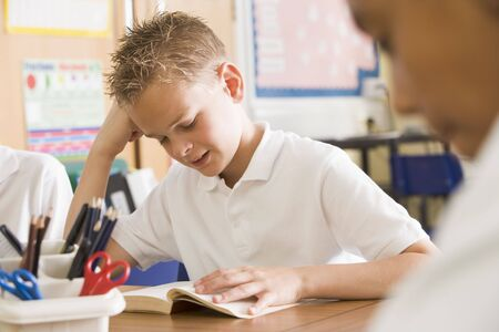 tweeny: Students in class reading books (selective focus)
