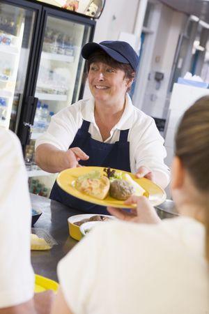 comedor escolar: Los estudiantes que tengan almuerzo en comedor  Foto de archivo