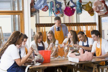 cornrows: Los estudiantes reciben lecciones de arte  Foto de archivo