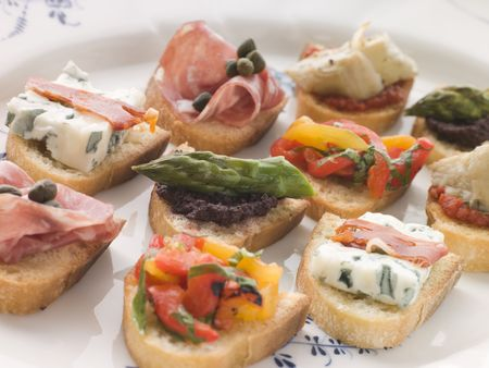 крупные планы: Plated Selection of Crostini Фото со стока