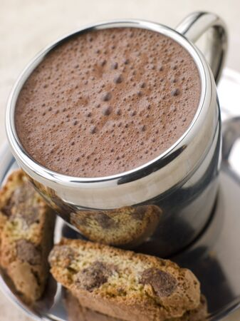 крупные планы: Hot Chocolate Florentine with Chocolate Cantuccini Biscotti