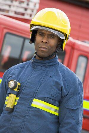 motor ardiendo: Permanente de los bomberos cami�n de bomberos llevaba casco
