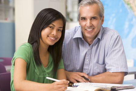 high schools: Maestro dando instrucci�n a personal femenino de los estudios