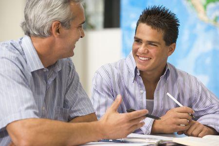 talking: Personnel enseignant de donner instruction aux hommes �tudiant