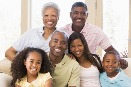 Gro�familie sitzt auf Sofa Stockfoto - 3460175